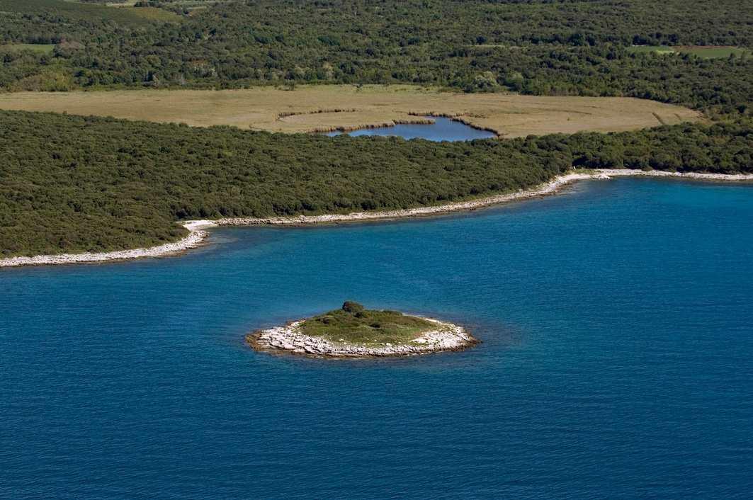 Пляж острова Palud в Ровине