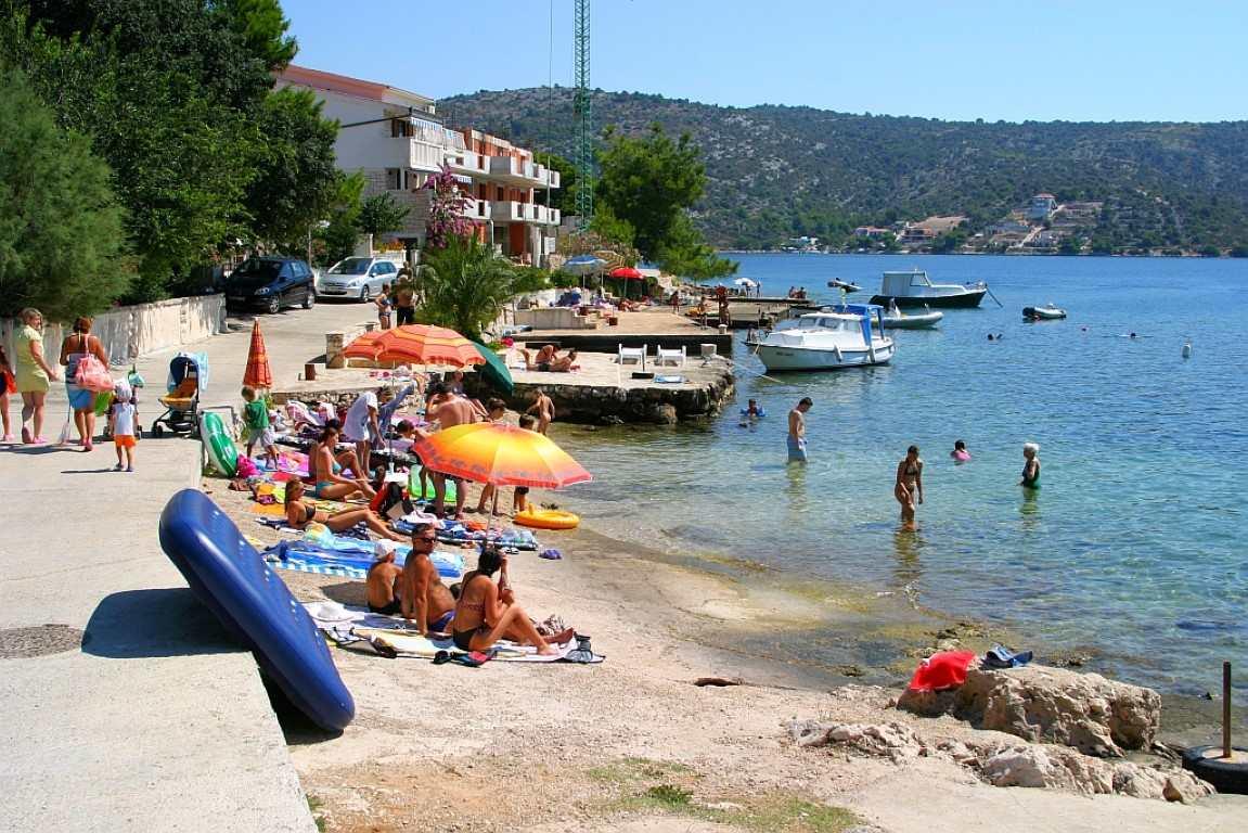 Пляж Gornji Muli в Рогознице