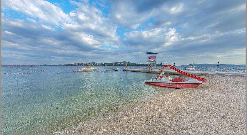 Пляж Медена в Трогире