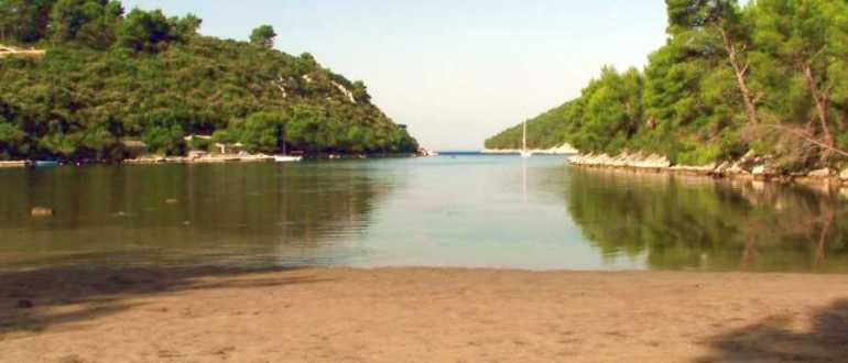 1 188 770x330 - Пляж Иструга на острове Корчула