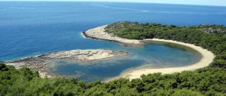 Пляж Small Saplunara на острове Млет