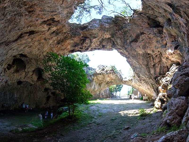 Пещера Вела Спила