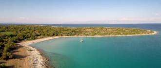 Пляж Meli Bay на острове Црес