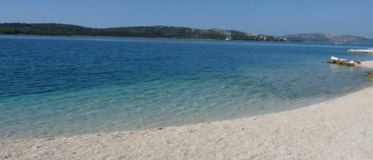 Белый пляж в Трогире
