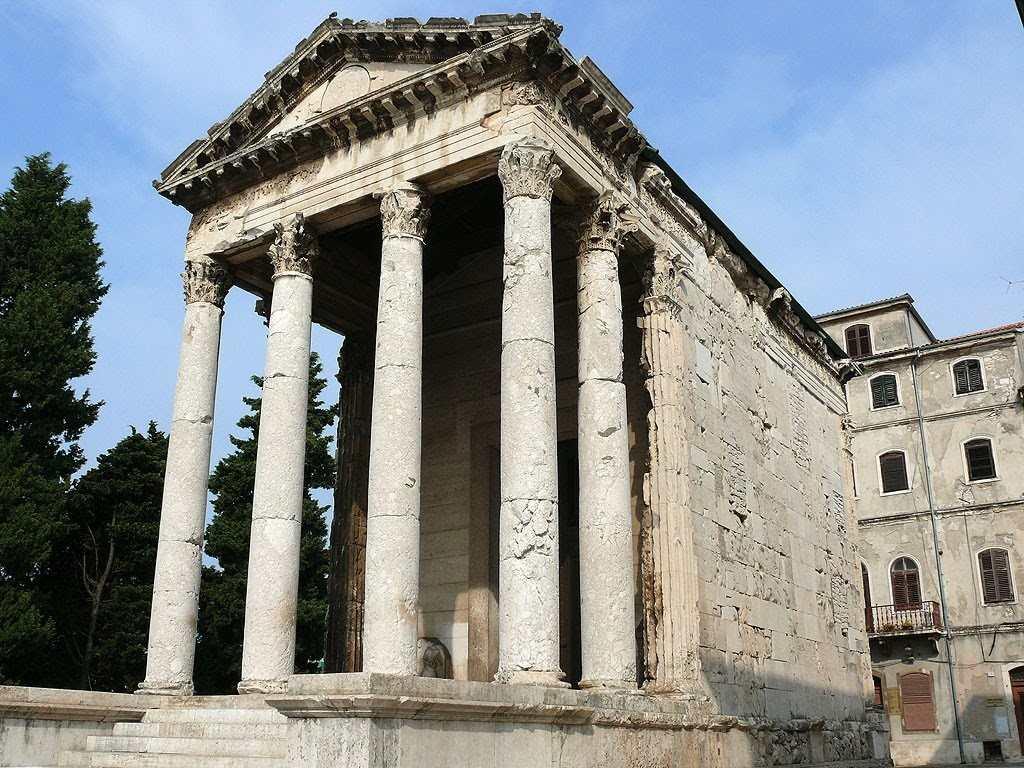 Храм Рома и Августа в Хорватии