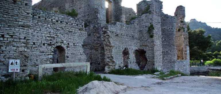 Развалины римского дворца