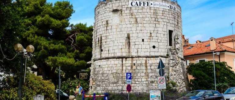 Древние останки Пятиугольной, Круглой и Полукруглой башен