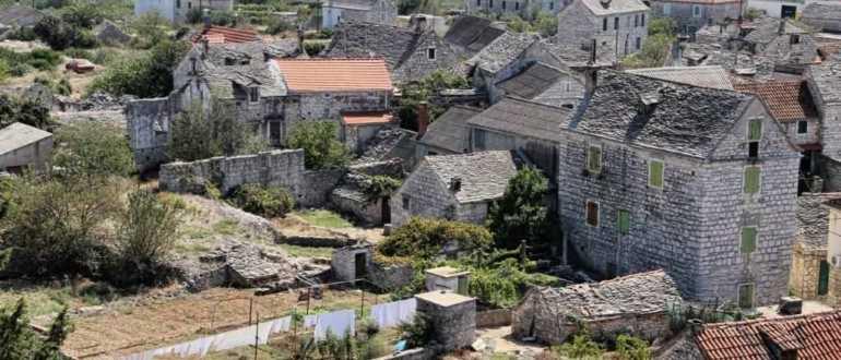 Деревня Грохот на острове Шолта