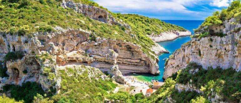scenic beach of croatia on vis island 770x330 - Фото Хорватии