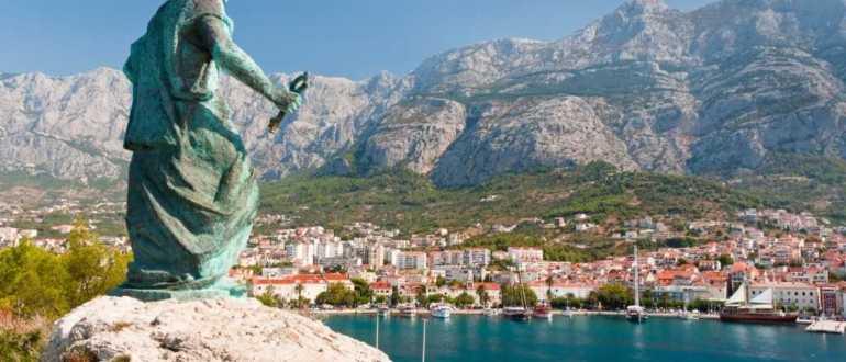 2073271210500548533693045050 statue of st. peter in makarska croatia adogg fotolia.com 770x330 - Макарска Ривьера