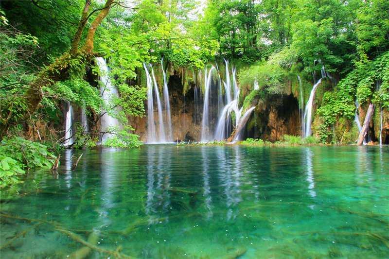 Плитвицкое озеро с водопадами