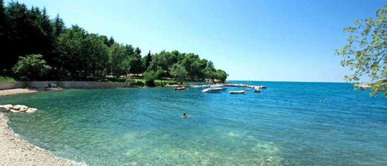 Пляж Голубая Лагуна в Порече