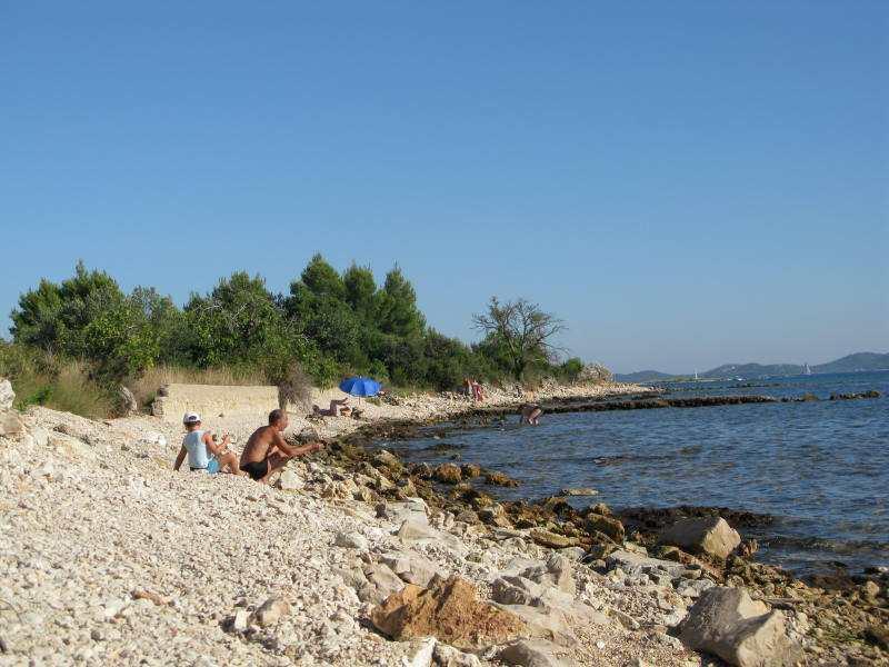 Пляж Куменат в Биоград на Мору